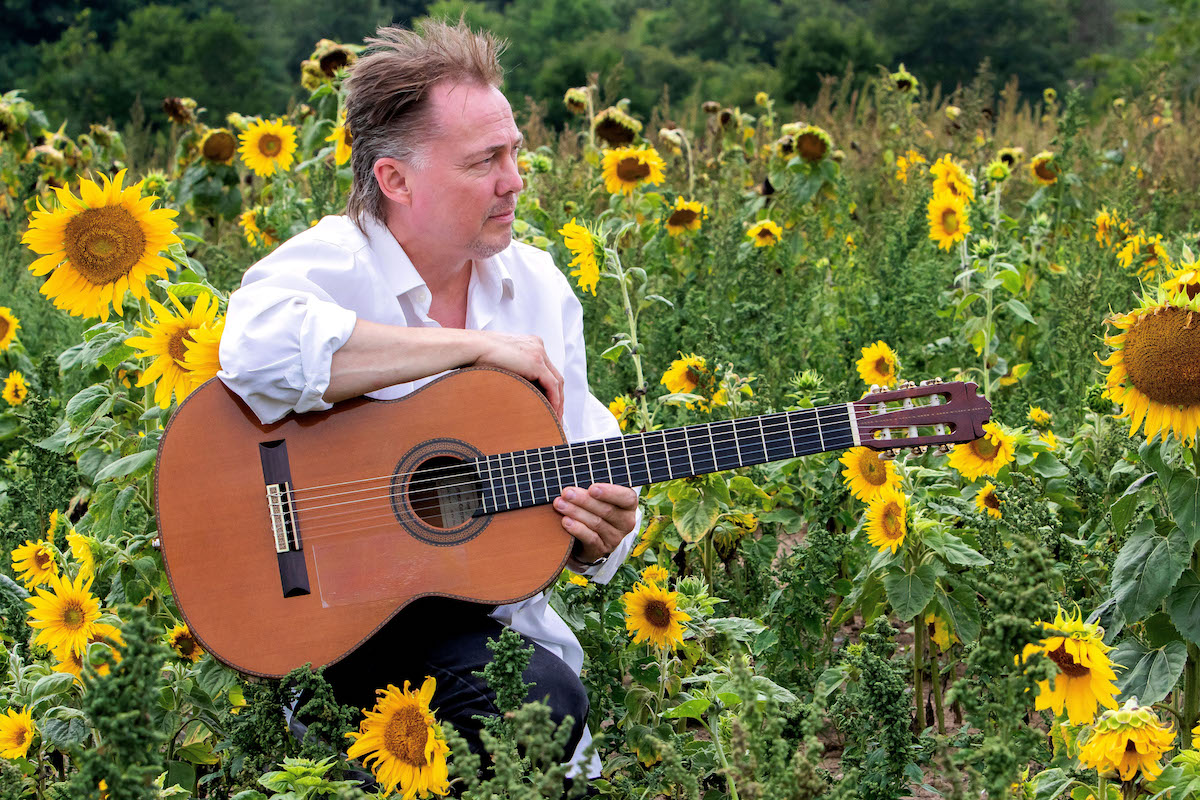 Kaare Norge fejrer 30 år som klassisk guitarist