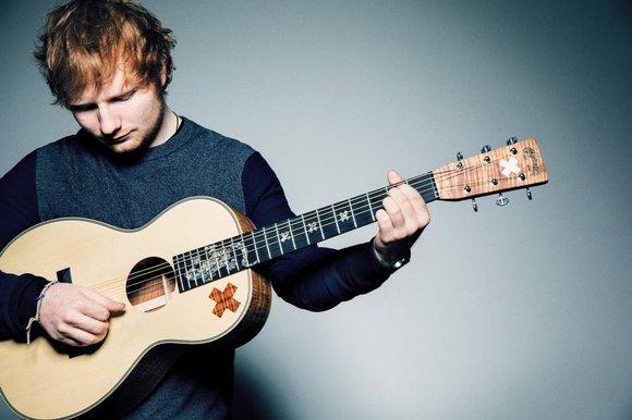 Hvilken guitar spiller Ed Sheeran på?