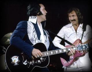 Elvis Presley på rytmeguitar og James Burton på leadguitar