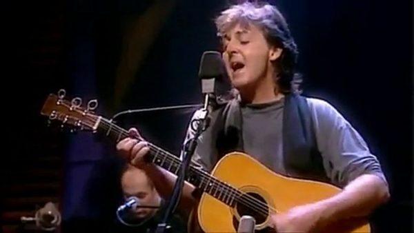 Paul McCartney spiller Blakcbird