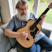 Fridrikur Ellefsen underviser i guitar i Sønderborg
