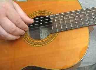 I klassisk guitar har man fra gammel tid brugt latinske navne for fingrene på højre hånd, derfor bliver de forkortet med: p.i.m.a.
