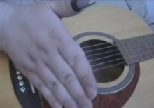 En meget brugt teknik til at ændre lyden af ens fingerspil er palm mute teknikken