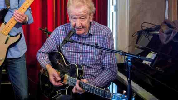 Den danske bluesguitarist Troels Jensen